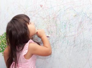 پاک کردن لکه خودکار از دیوار