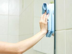 تمیز و پاک کردن لکه های روی آینه