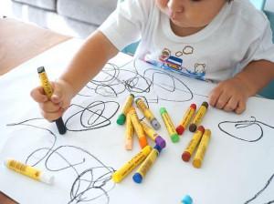 روش های اصولی و سریع پاک کردن لکه مداد شمعی و ماژیک