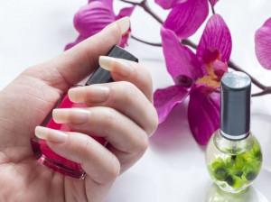 ۱۷ روش خانگی معجزه آسا برای رشد سریع ناخن ها