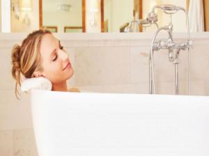حمام گیاهی : ۱۵ خاصیت حیرت انگیز حمام درمانی برای پوست و مو