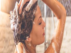 بهترین روش شستشوی مو برای جلوگیری از ریزش مو و موخوره