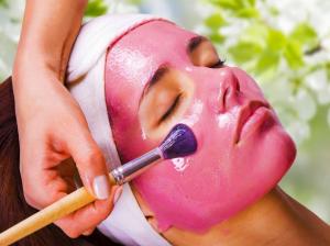 طرز تهیه ۱۰ ماسک انار با تأثیر شگفت انگیز بر پوست