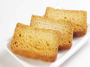 آشنایی با کالری، ارزش غذایی و مضرات نان سوخاری + طرز تهیه