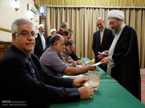 تصاویر حضور آیت الله صادق آملی لاریجانی رئیس قوه قضائیه در انتخابات