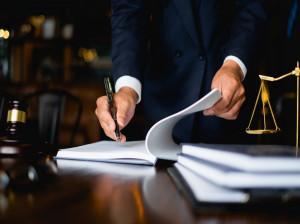 پاسخ به انواع سوالات حقوقی توسط وکیل پایه یک