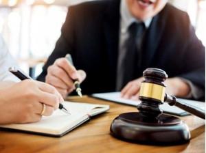 در چه صورتی به وکیل نیاز داریم و چگونه بهترین وکیل در تهران را پیدا کنیم؟