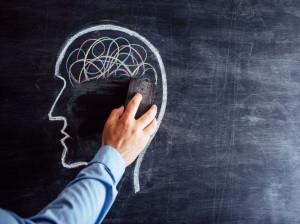 آلزایمر چیست؟ چرا دچار آلزایمر میشویم + راه های درمان بیماری آلزایمر