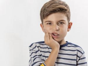 درمان دندان درد کودکان با 5 روش درمان خانگی