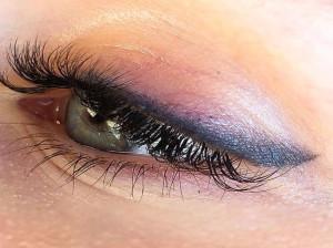 درمان ورم و خارش بعد از انجام تاتو خط چشم