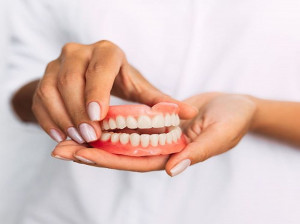 سفید کردن و جرم گیری دندان مصنوعی + تمیز کردن اصولی