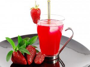 19 خاصیت آب توت فرنگی که از نظر علمی ثابت شده است