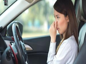 بوی بد داخل شیر ریخته شده در خودرو را با 6 روش می توان از بین برد