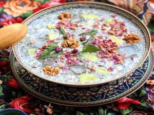 طرز تهیه آب دوغ خیار با دوغ نعنا و پونه