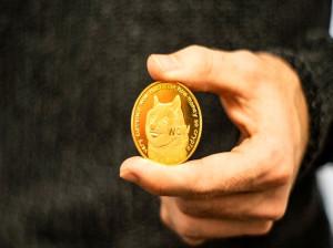 دوج کوین چیست و آیا ارزش سرمایهگذاری دارد؟