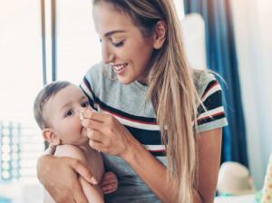 چگونه گرفتگی بینی نوزاد تازه متولد شده را تمیز کنیم؟