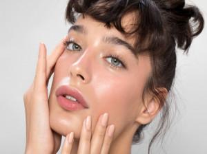 ۱۰ تکنیک ماساژ صورت با قاشق برای جوان سازی پوست