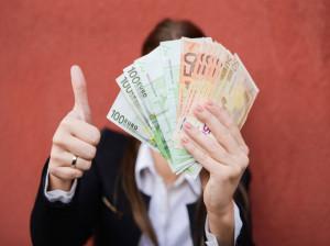 چطور بدون رودربایستی از همسر خود پول بگیریم ؟