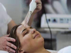 بادکش صورت چیست؟ چگونه این تکنیک به زیبایی کمک می کند؟