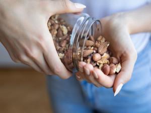 درباره کالری و ارزش غذایی انواع بادام بیشتر بدانید