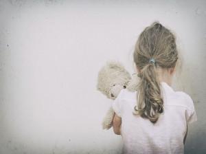 5 نشانه بچه ای که کمبود محبت دارد