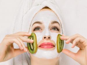 ماسک کیوی و معجزات آن برای پوست صورت
