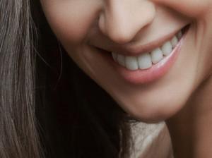 چه کسانی میتوانند ایمپلنت دندان جلو را انجام دهند ؟