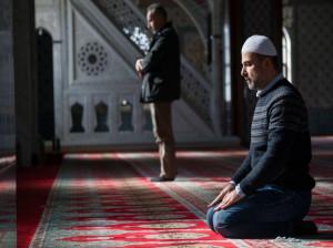ثواب خواندن نماز برای والدین هم در دنیا هم در آخرت