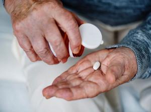 مضرات مصرف آسپرین در دوران سالمندی کدام است؟