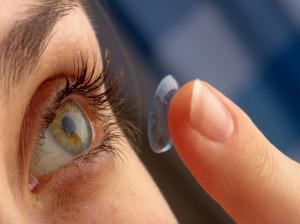 چگونه  از لنز طبی درست مراقبت کنید؟