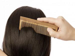 10 فایده شانه چوبی برای رشد و تقویت موها