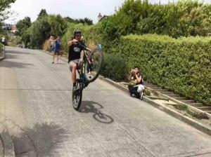 آموزش تک چرخ با دوچرخه به راحت ترین روش