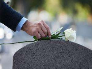 60 متن بسیار غم انگیز و احساسی برای برادر فوت شده