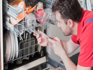 عیب یابی و رفع ۱۰ مشکل رایج در انواع ماشین ظرفشویی