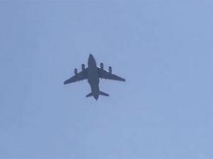 صحنه دردناک سقوط 2 افغانی از هواپیما موقع فرار به امریکا
