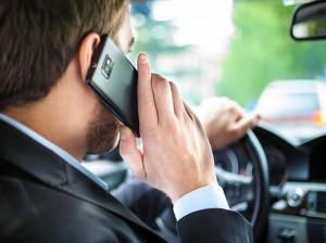 جریمه 110 هزارتومانی برای استفاده از تلفن همراه حین رانندگی