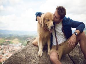 مرد 48 ساله پس از بوسیدن سگش نابود شد!