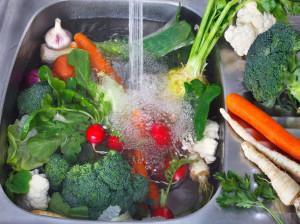 طرز تهیه محلول ضدعفونی کننده میوه و سبزیجات برای دوری از کرونا