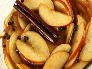 طرز تهیه 7 مدل ترشی سیب با ادویه های مخصوص