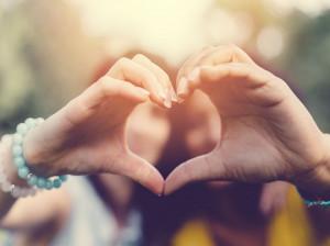 15 متن تبریک روز خواهر به خواهر شوهر خاص و یونیک
