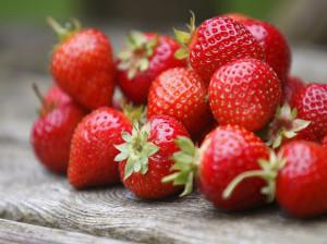 طبع توت فرنگی : میوه توت فرنگی سرد است یا گرم ؟