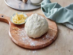 چگونه خمیر پیتزا ترد درست کنیم ؟