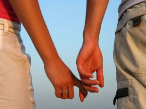 روابط عاطفی خود را از این افراد قایم کنید!