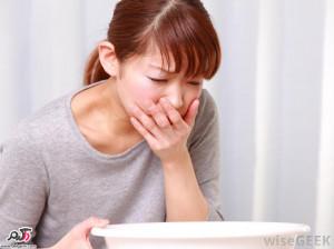 علائم و درمان استفراغ صفراوی