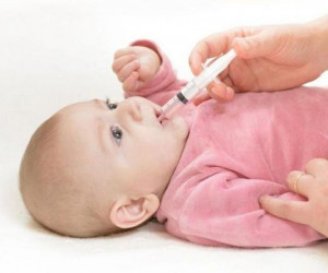 بهترین راه جلوگیری از سیاهی دندان در زمان دادن قطره آهن به کودک