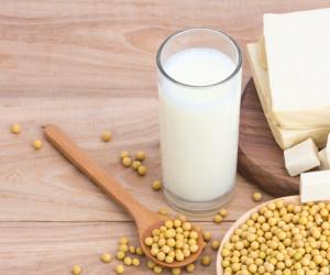 طرز تهیه شیر سویا خانگی + ویدیو آموزشی