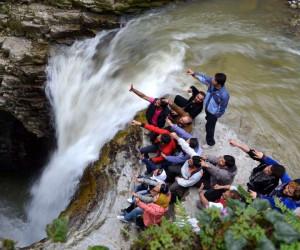 آبشار ویسادار یکی از جاذبه های گردشگری در گیلان
