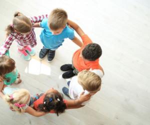 رشد اجتماعی کودک و راهکارهای ساده تقویت آن