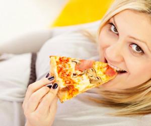 خوردن پنیر پیتزا در دوران بارداری مضر است؟