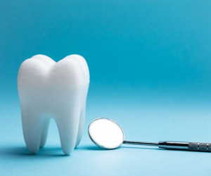 آیا کشیدن دندان و تزریق بی حسی روزه را باطل می کند ؟